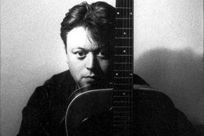 adrian borland - ritratto con chitarra